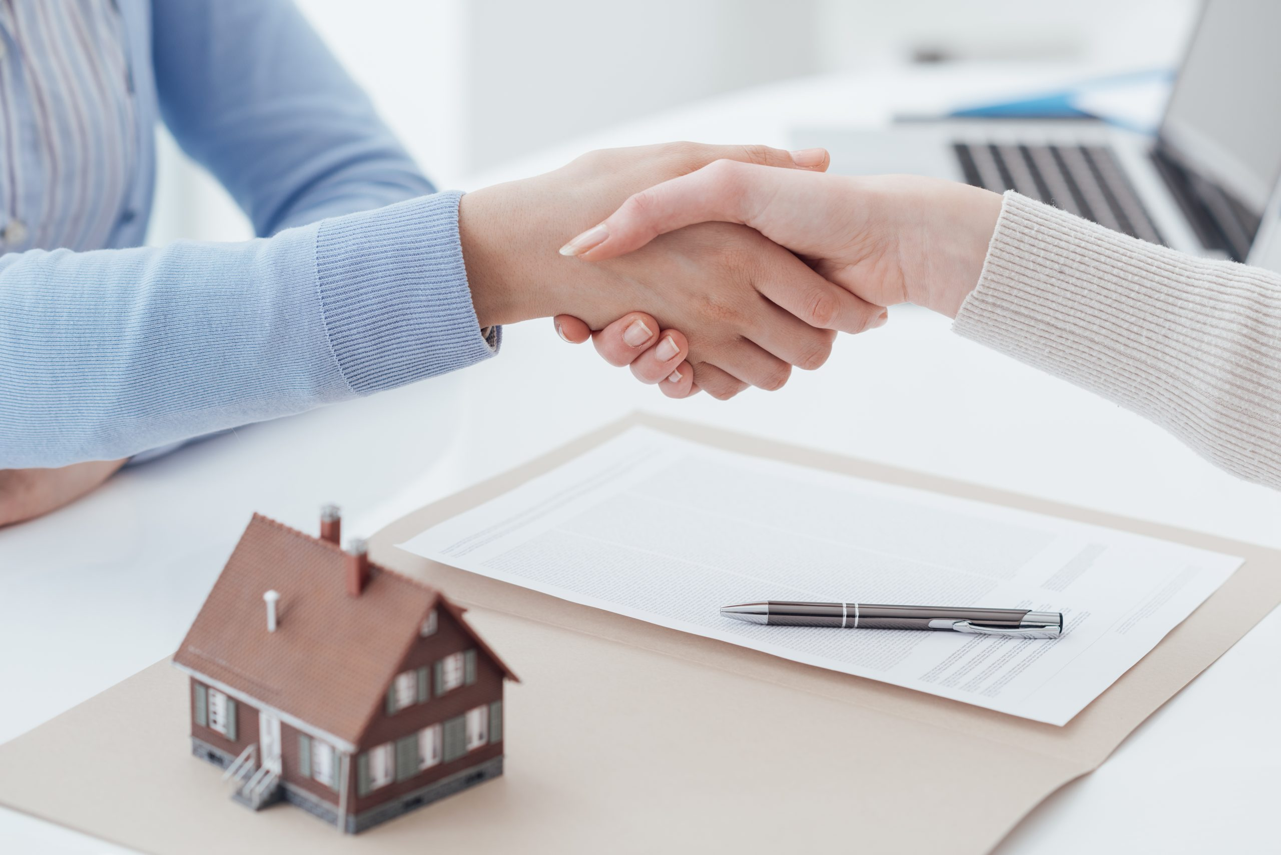 Pros and cons of mortgage broker